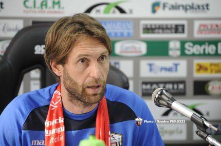 Il vice allenatore Cozzi (foto tratta dal sito ufficiale dell'Ascoli Picchio)