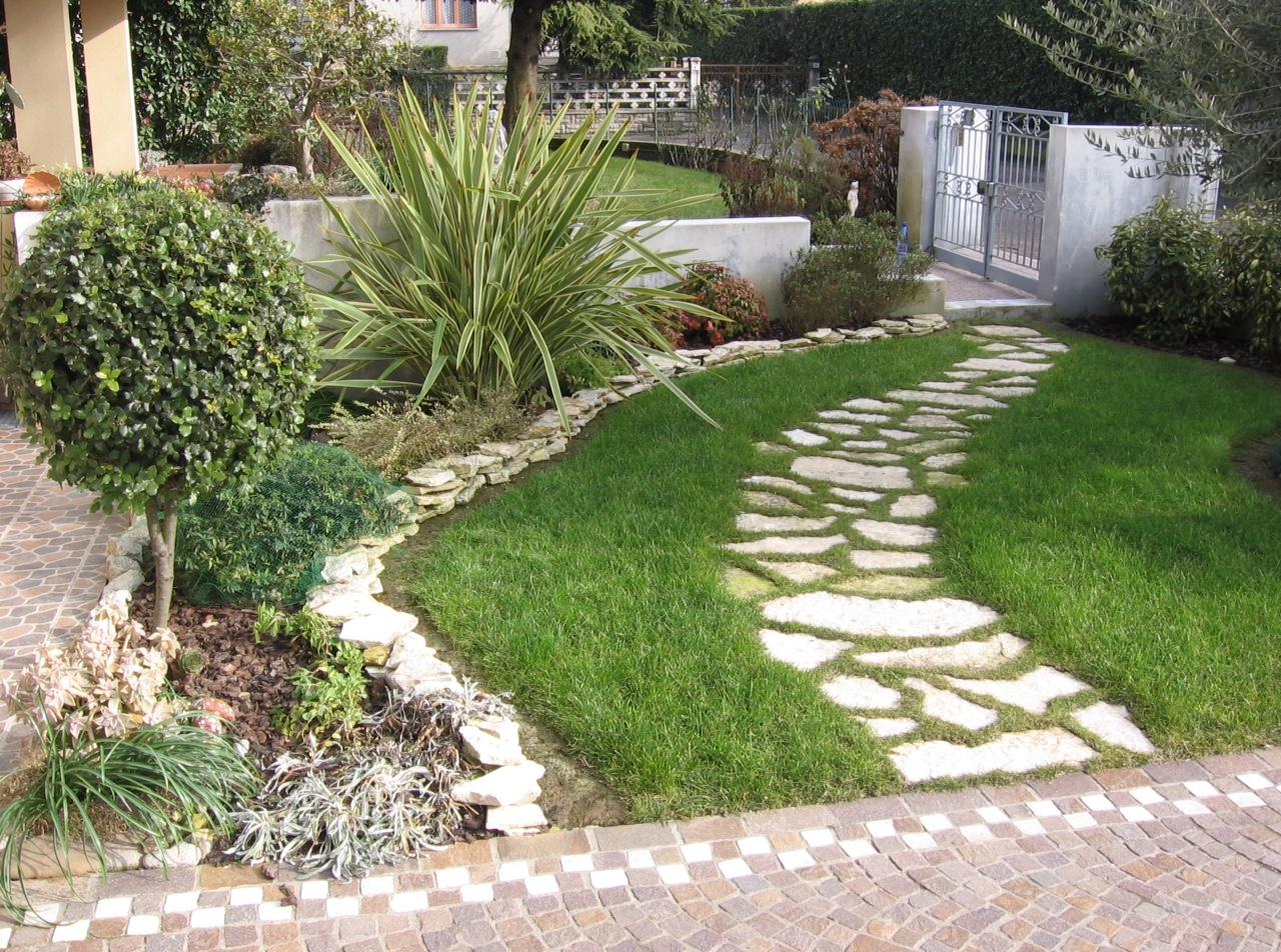 Progettazione piccoli giardini jq56 regardsdefemmes for Esempi di giardini