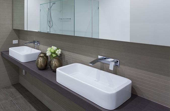 La scelta del lavabo del bagno prima pagina online - Rubinetto a parete bagno ...