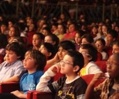 ragazzi a teatro