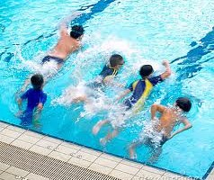 force-ragazzi-in-piscina