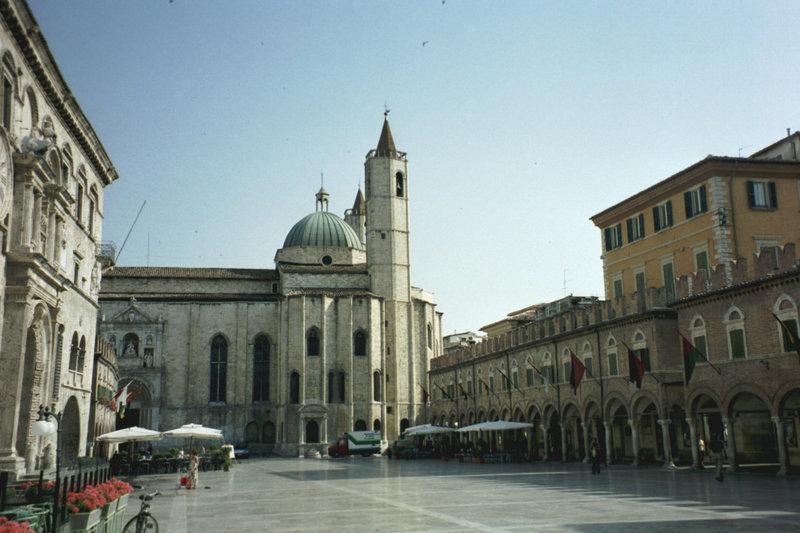 piazza-ascoli-piceno