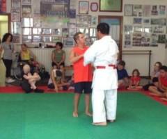 un'immagine dal corso di autodifesa del maestro di karate Graziano Ciotti