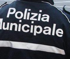 La polizia municipale contro gli abusivi
