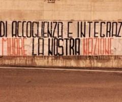 Lo striscione di protesta di CasaPound contro il seminario sull'accoglienza organizzato dalla Fondazione Lavoroperlapersona