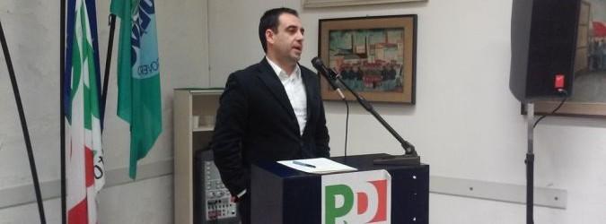 Francesco Comi all'assemblea regionale del PD dove si è deciso per le primarie