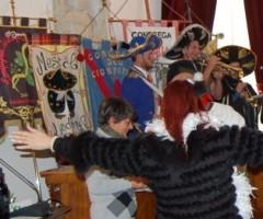 La congrega delle rondinelle riceve le chiavi della città di Offida.