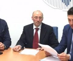 Massimo Capriotti, Luigi Passaretti e Francesco Balloni di Cna illustrano i dati relativi all'accesso al credito da parte delle imprese picene