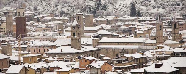 Meteo Ascoli: dopo il gelo e le schiarite torna la neve